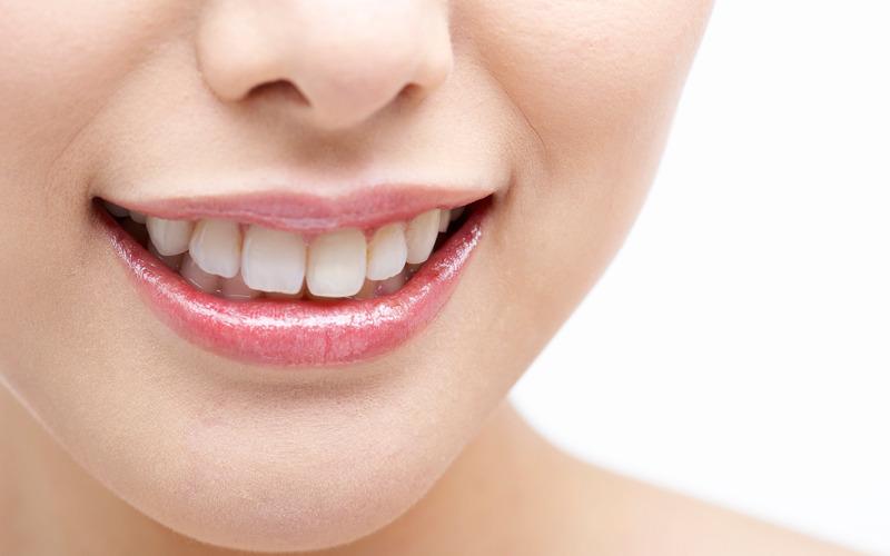 美しい歯で、心からの笑顔を
